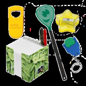 Streuartikel aus Kunststoff. Eiskratzer, Fliegenklatschen, Lineale, Wurfscheiben